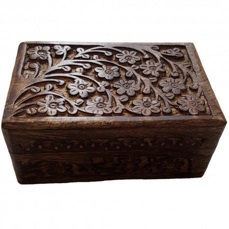 The engravings on the floral box continue down the front and around all sides.
